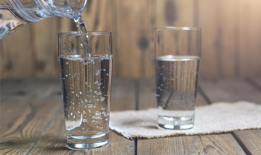 რა შედეგი აქვს ღამით ერთი ჭიქა წყლის დალევას?